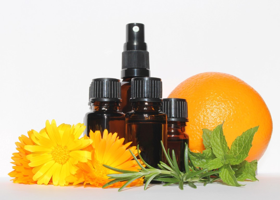 essential-oils-3478157_1920